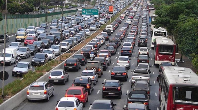 Aplicativos, carros elétricos e autônomos podem resolver a falta de espaço nas ruas