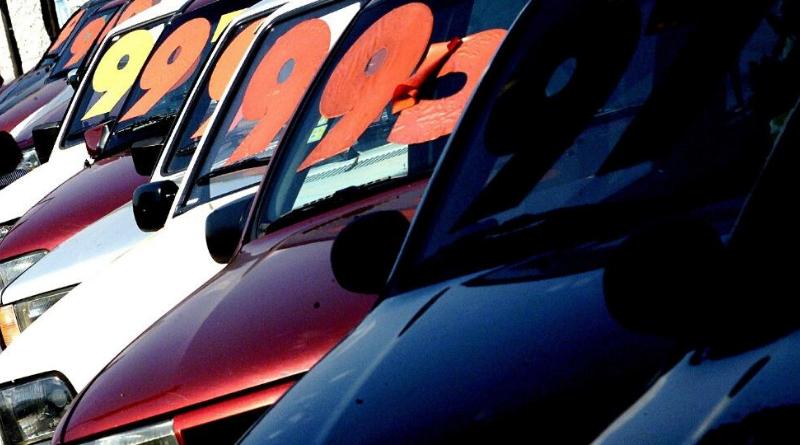 Estoque encalhado fará preço de usados cair em concessionárias, diz estudo