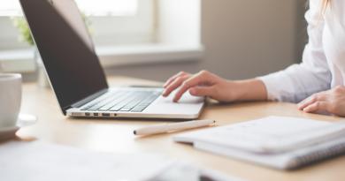 Conheça o E-client: ferramenta que permite maior interação com seus clientes. Imagem: Canva PRO